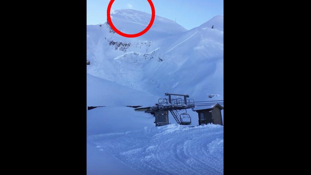 山頂で起きた小さな雪崩。遠くで起きても油断できないことがよく分かる映像