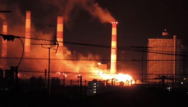神戸製鋼が燃えているとTwitterで話題に!余剰ガスを燃やしているだけとの情報も