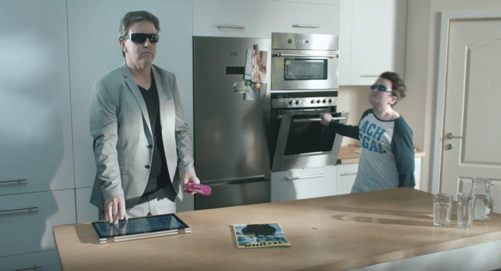「ママが目を離した隙にパパとキッチンでセッション」のパロディーCMを大手通販会社が公開!