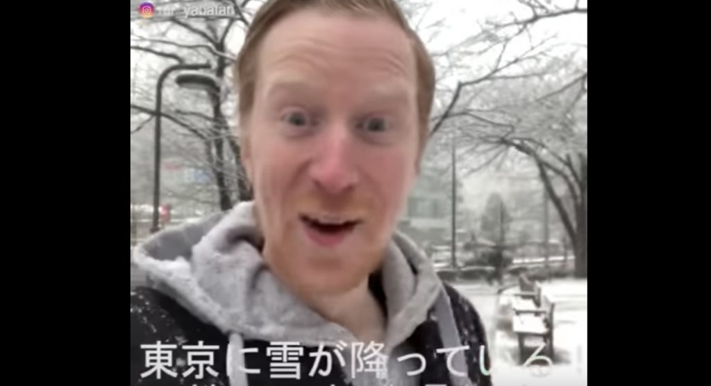 珍しい東京の雪にテンションMAXのノルウェー人がかわいいと話題に笑 「水を得た魚」ならぬ「雪を得たノルウェー人」