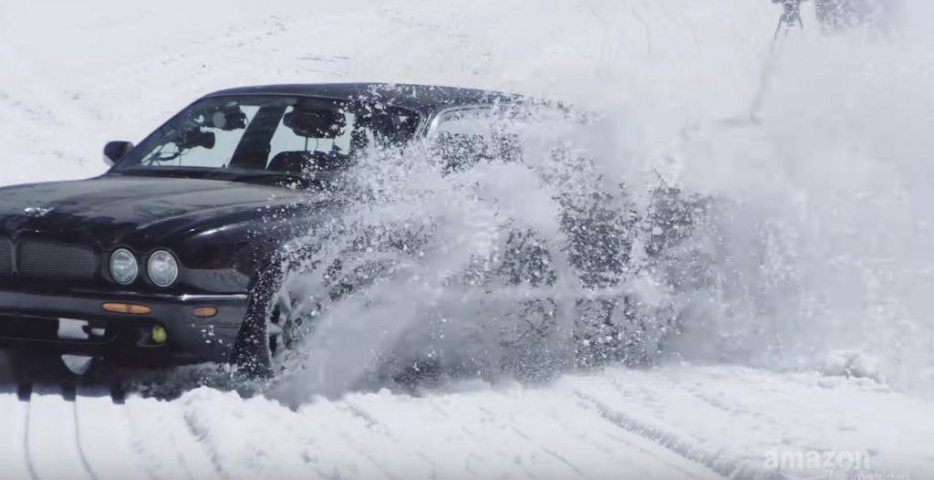 ジャガーで雪山の急斜面を下る動画が豪快すぎる!ギリギリの挑戦!
