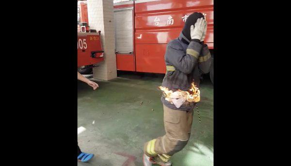 【サバイバル】消防署員による「服に火がついてしまった時の対処法」がタメになる!