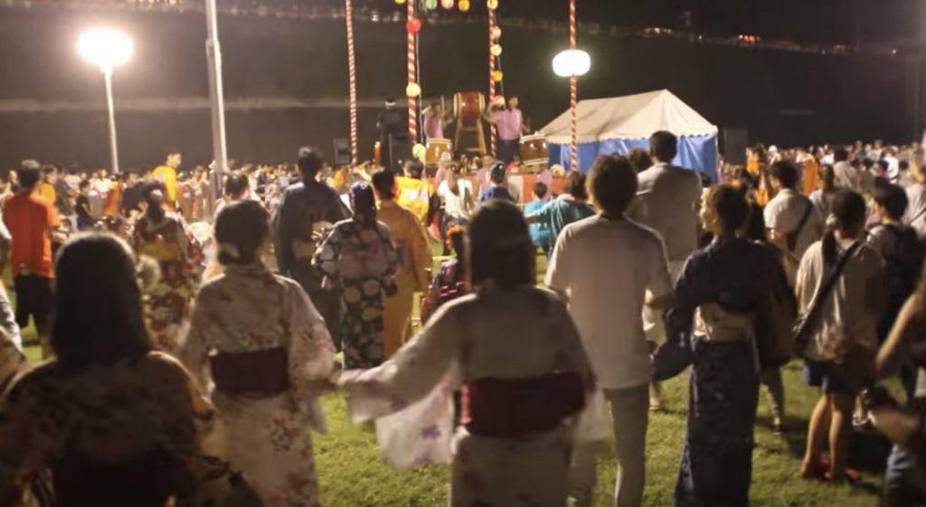 こんな激しい盆踊り見たことない!荻野目洋子さんの「ダンシング・ヒーロー」でライブのような盆踊り!