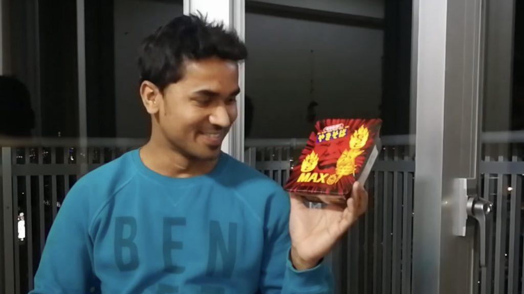 インド人に「もっともっと激辛MAXペヤング」を食べてもらった動画が面白い!