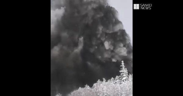 【草津噴火】噴火20mの至近距離でリフトが停止!その瞬間をスキー客が撮影した動画が公開