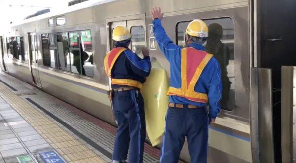 JR姫路駅で、割れたガラスを修理中に電車が発車!危険な状況に作業員がブチギレる動画が話題に