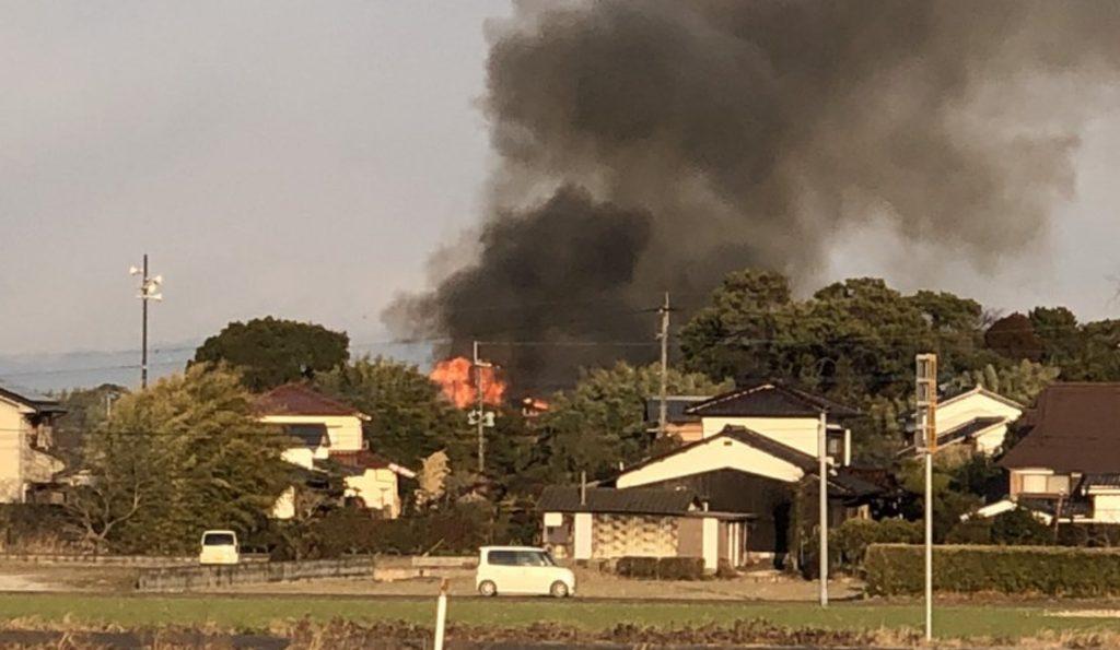 【速報】佐賀県で陸上自衛隊のアパッチが民家に墜落炎上。現場の模様をTwitterユーザーが投稿