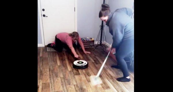 お掃除ロボットでカーリングをする猛者が現れ、世界で話題に笑