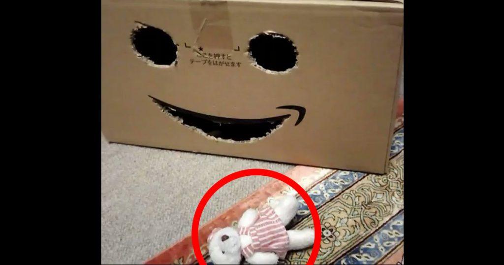 笑顔で熊を捕食するAmazonの箱がヤバいと話題に!