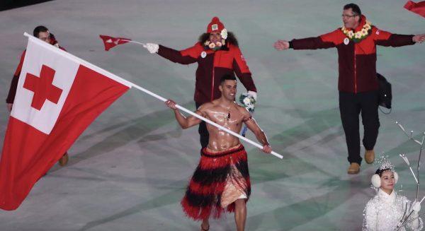 【五輪】極寒の開会式にオイルでテカテカ、上裸で現れたトンガの熱すぎる選手が話題に!