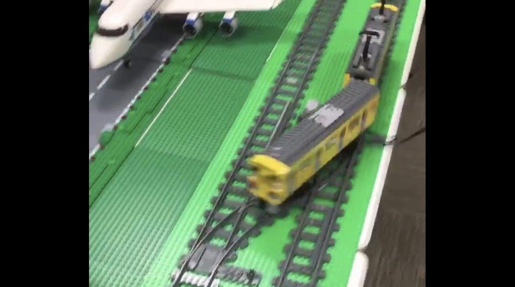 鉄道模型で「複線ドリフト」してみた動画が海外で話題に!「頭文字Dを思い出した」の声