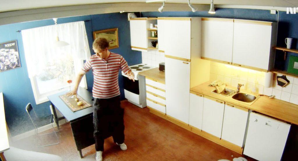 食洗機に一般の液体洗剤を入たら、泡が溢れて部屋の半分の高さまで泡だらけに!