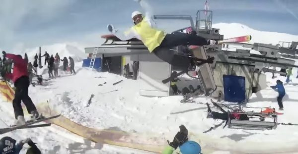 スキー場のリフトが高速で逆回転し制御不能に!乗客が吹っ飛ばされる映像が怖い