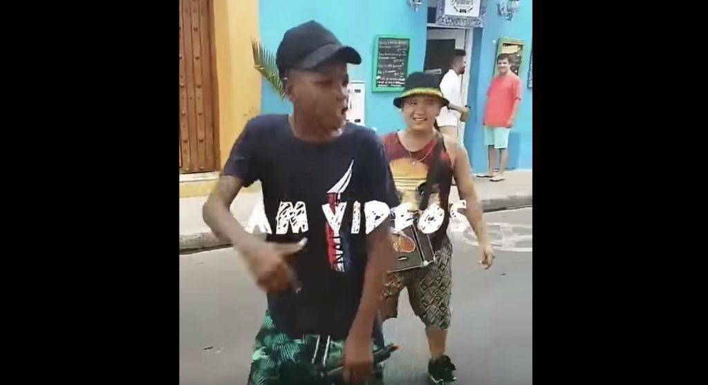 ラップをしながら街を練り歩く少年たちが「最高のクソガキ」「天才」と話題に!