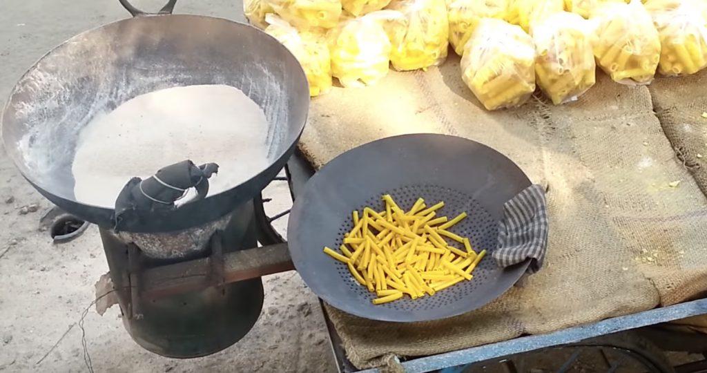油を使わず「砂」で揚げるインドの調理法がヘルシーで素晴らしい!