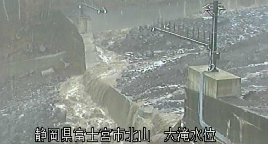 富士山で「スラッシュ雪崩」が発生!あまりに強烈な威力に驚き!
