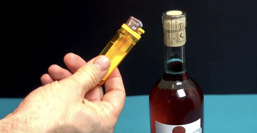 【裏技】ライターだけでワインのコルクが抜ける方法が凄い!【ライフハック】