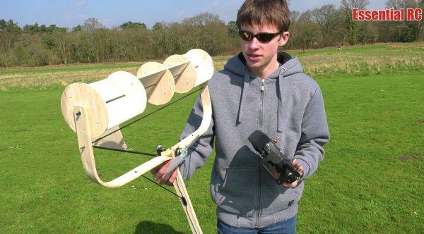 「飛ぶわけないと思った」「天才だ」少年が作った凄い形のラジコン飛行機に大人もびっくり!