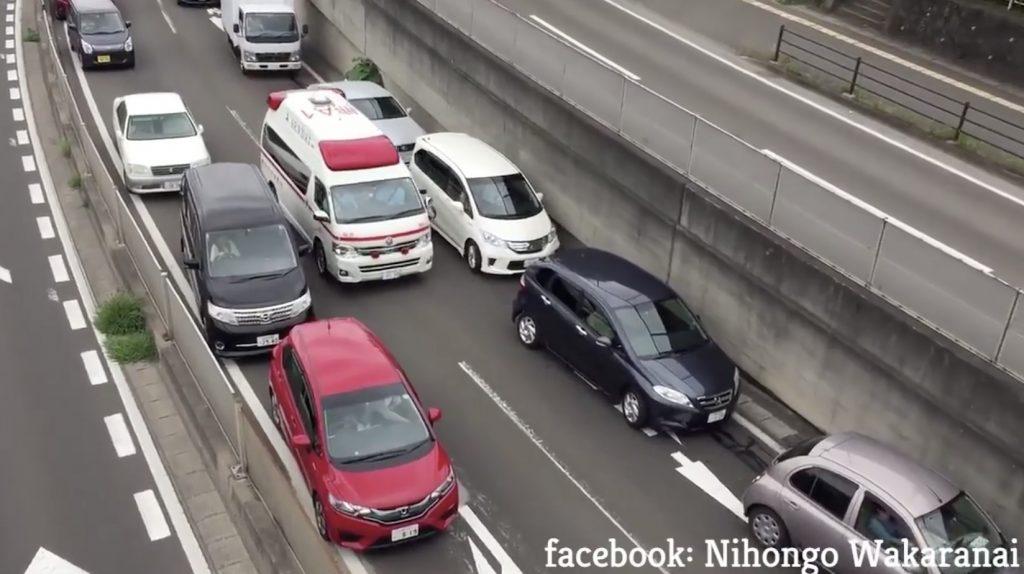 日本の救急車の緊急走行時の映像が海外で話題に!「これは素晴らしいね!」