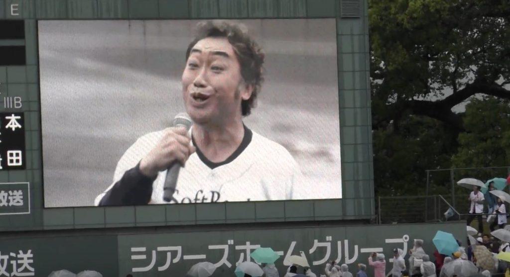 熊本地震の追悼試合が雨天中止で最悪の空気に。しかしコロッケさんの即興ショーで、最後はコールが起こるほどの盛り上がりに!