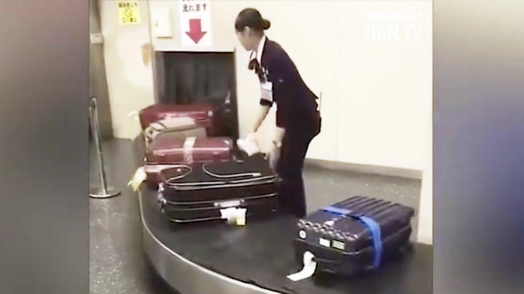日本の空港職員の丁寧な行動に海外から賞賛の嵐!「ショッキングな日本の動画」