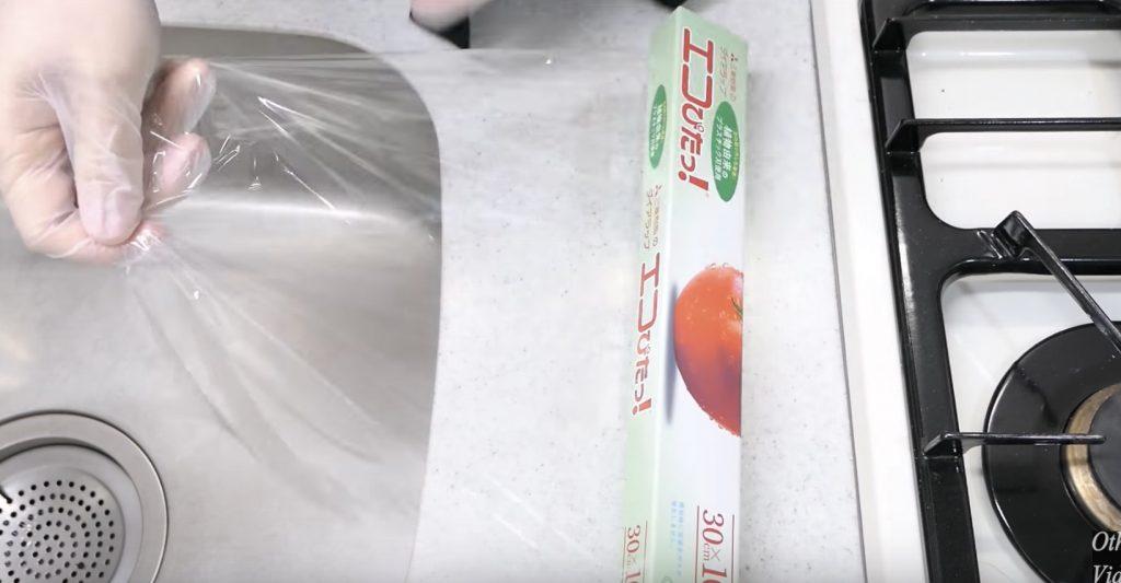 外国人「天才だ」。食品用ラップでナイフを作った日本人の動画が海外でも話題に!