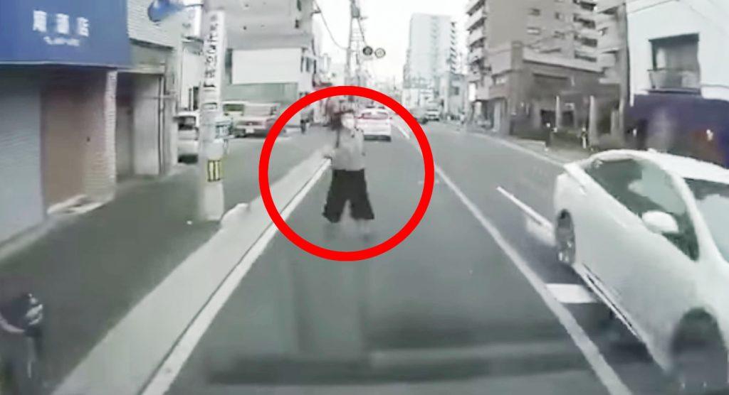 日本でも「当たり屋」が出現!ドラレコで撮影していなかったら、、と思うとゾッとする