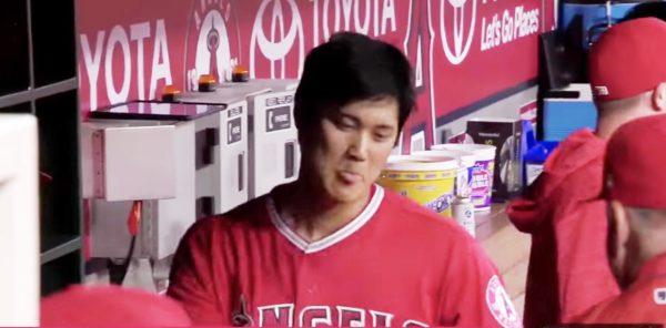 【鳥肌】大谷翔平選手がメジャー第1号ホームラン!祝福のイタズラにかかった姿も可愛いと話題に^^