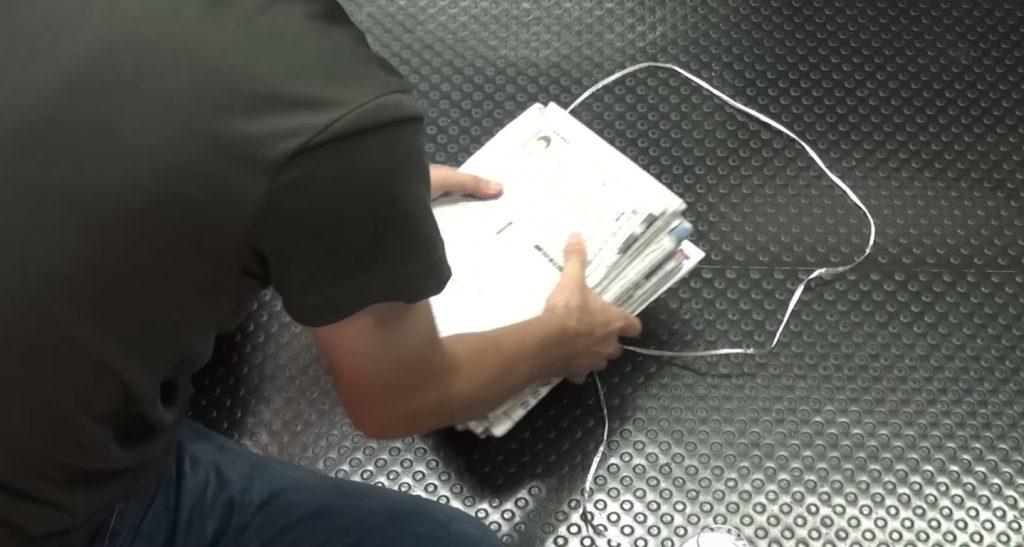 【裏技】新聞の束を超簡単に縛る方法!これならラクにまとめられる!