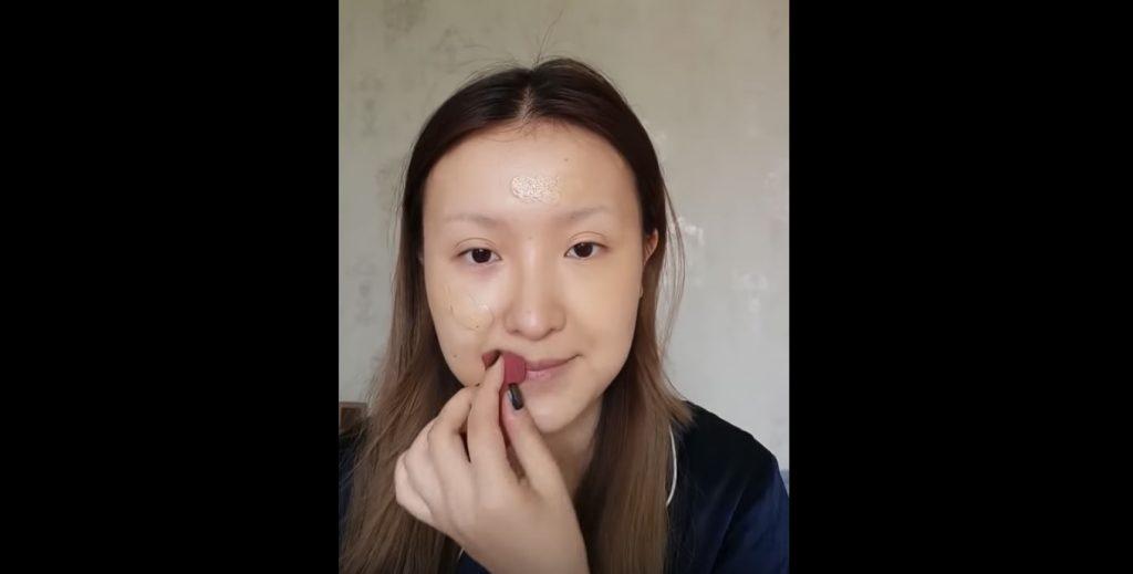 【神技】絵にしか見えない。。化粧だけで「モナ・リザ」に変身してしまう動画が凄いと話題に!