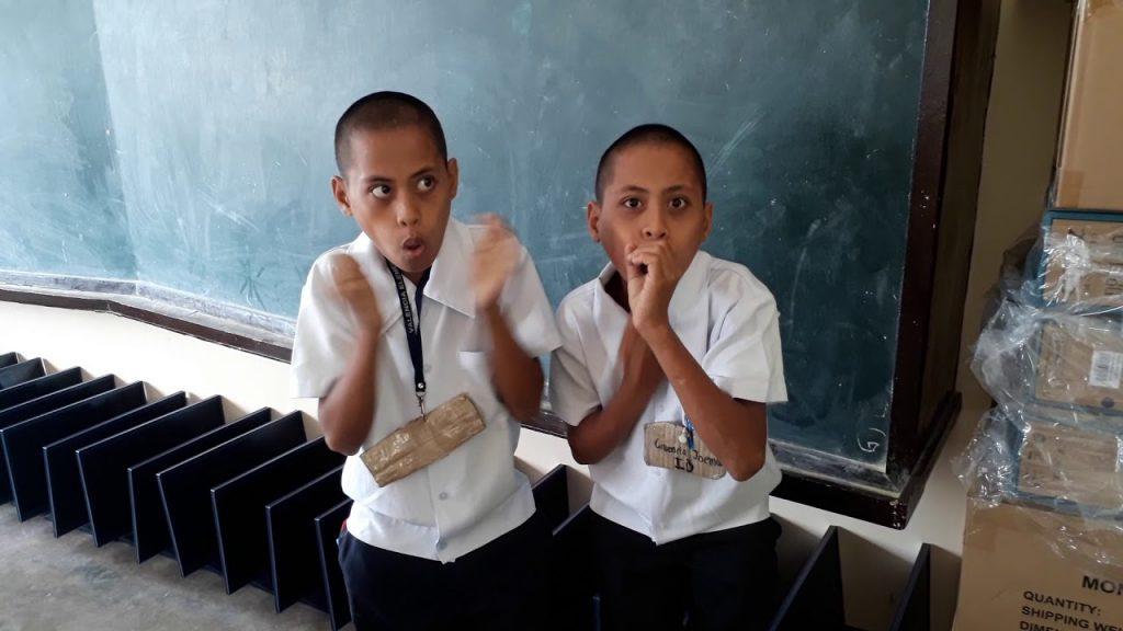 双子の少年たちによるビートボックスでのダブステップ演奏が「天才!」「新次元のビートボックスだ!」と話題に!
