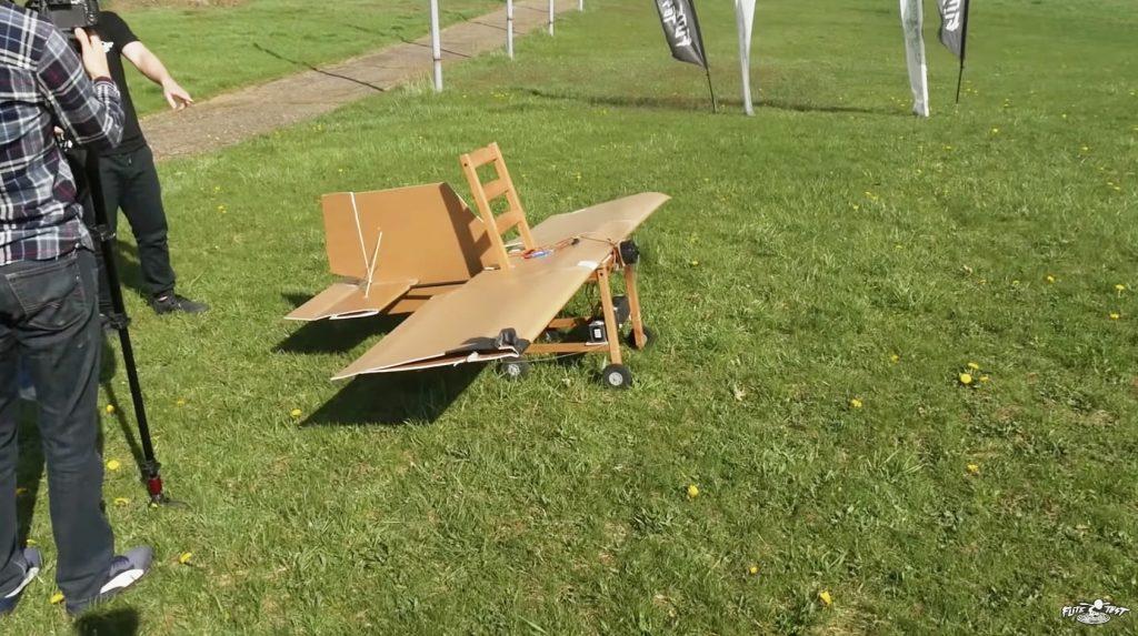【空飛ぶ椅子】ただの椅子を飛べるように改造してしまった猛者が現れる!!