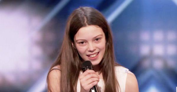 【鳥肌】オーディション番組に登場したオドオドした少女。しかし、歌い始めると空気は一変!超絶ロックなパフォーマンスに会場は歓声に包まれた!