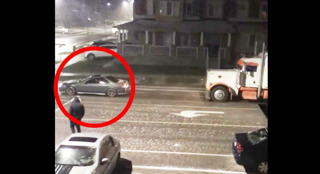 【カナダ】ホンダ車が凍結した道でトラックを牽引!「さすが日本車!」の声