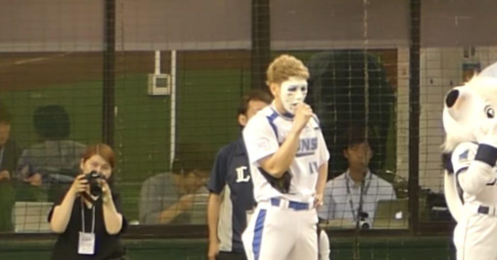 【始球式】ゴールデンボンバーの樽美酒研二さん、135キロの豪速球で会場騒然!!