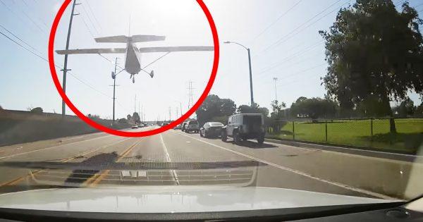 目を疑った、、道路を走っていたら飛行機が緊急着陸してきた!