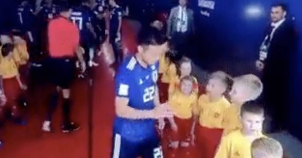 【神対応】W杯の試合直前の緊張の中、日本代表の吉田麻也選手の行動が「聖者のようだ」と海外で絶賛される!