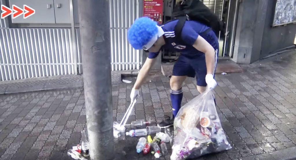 W杯でゴミだらけになった渋谷を、ユーチューバーのヒカキンさんが清掃し絶賛の声!「人の皮を被った仏」「一緒に手伝いしたいな」の声