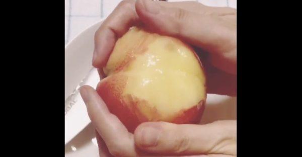 手だけでも簡単にできる、桃をツルンと剥ける技が話題に!【ライフハック】
