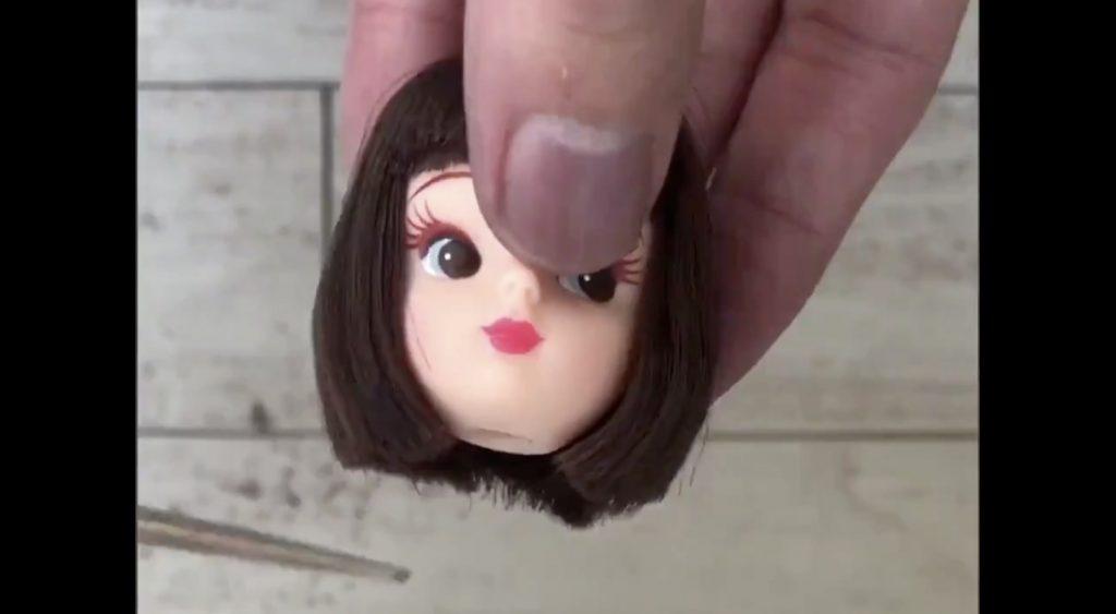 プロの美容師さんがお客さんに「リカちゃんの髪切って」と言われて切った結果が「さすがプロ!」と話題に!