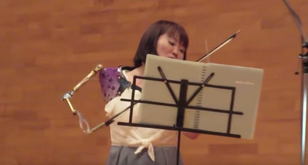 【鳥肌】義手でバイオリンを演奏する元パラリンピック日本代表の伊藤真波さんの演奏が凄いと話題に!