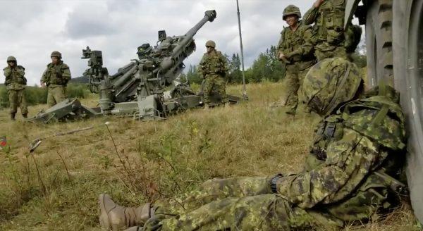 「一発で目が覚める」カナダ軍の隊員によるダイナミックすぎる目覚ましドッキリが話題に!