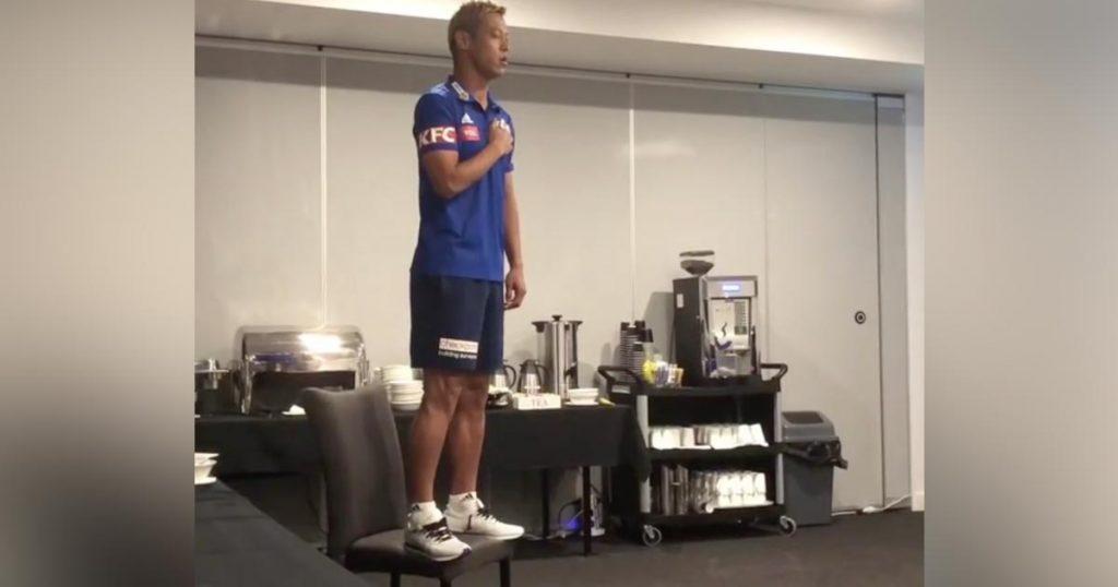 本田圭佑選手が新しいチームメイトの前で「君が代」を熱唱!その理由に「本当にかっこいいわ」の声