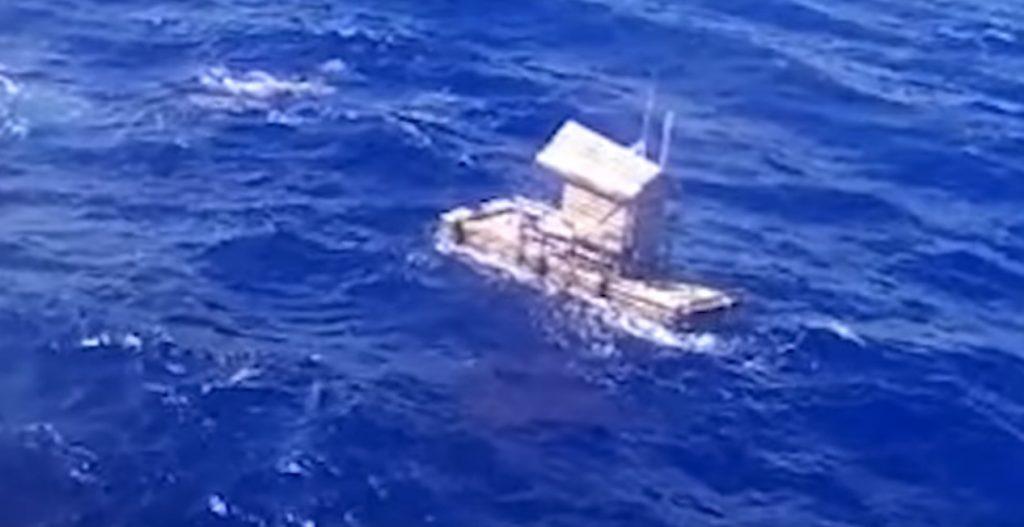 イカダで49日間、2,500kmを漂流していた少年が救助される!