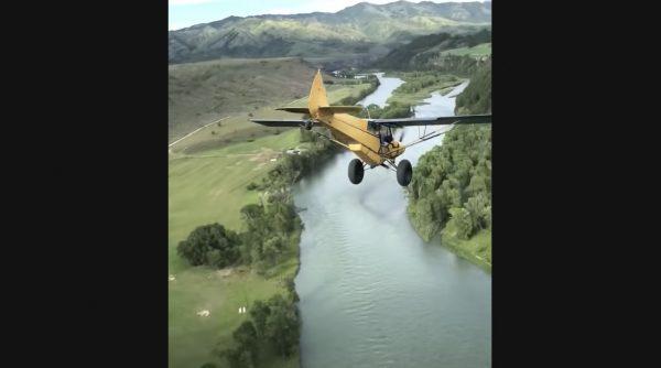 崖から飛行機でクリフダイビング!スレスレすぎて、見ているだけでヒヤヒヤする映像
