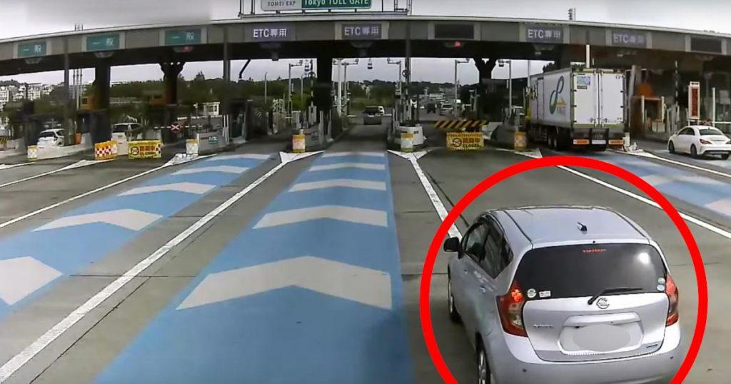 東京料金所で、身勝手すぎる運転の車が目撃され話題に!「ありえない運転」などの声
