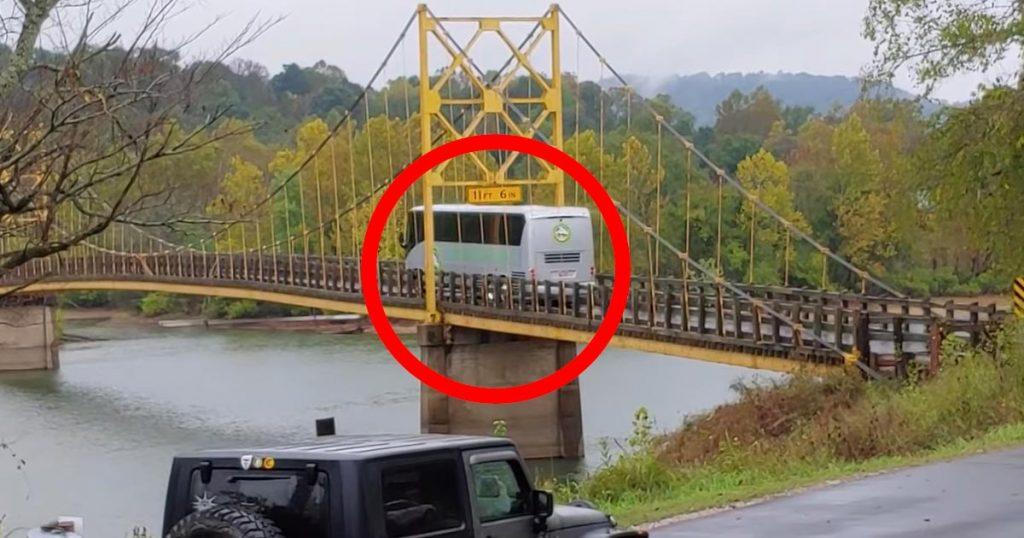 【アメリカ】橋の重量制限を2倍以上オーバーしたバスが渡り、大変なことに!