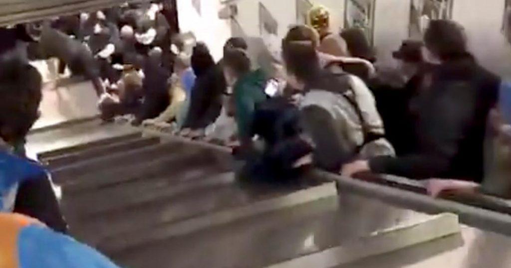 【イタリア】サッカーの試合後のエスカレーターが急加速し大変なことに!ロシアサポーターが一斉にジャンプしたとの報道