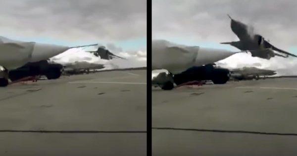 【神技】ウクライナ空軍による超低空飛行の動画が話題に!「最高クラスのパイロットだ」などの声