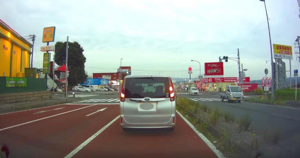 【千葉】どこにも車がいるようには見えないのに、突然現れる衝撃映像がヤバい!「全く見えなかった」の声